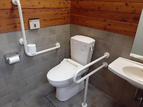 「コマクサ」隣接・身障者用トイレ・ウォシュレット完備