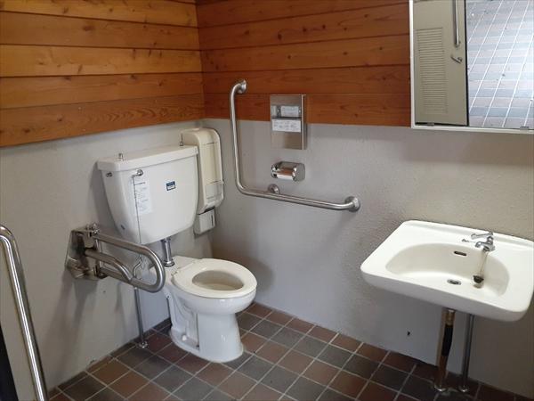 「マツムシソウ」隣接・身障者用トイレ