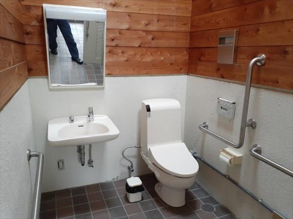 「レンゲツツジ」隣接・身障者用トイレ・ウォシュレット完備